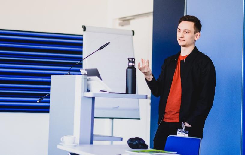 Picture of Timo Radzik talking at #HeartsandMinds Barcamp at Microsoft